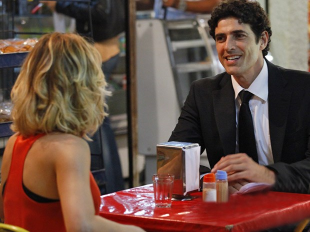 Nando adora fazer companhia para Juliana (Foto: Guerra dos Sexos / TV Globo)