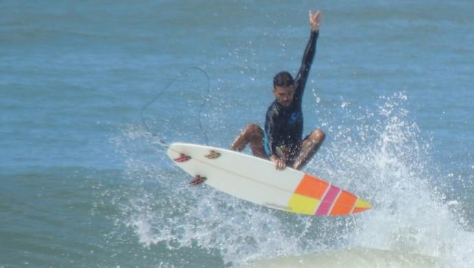 Gabriel Ribeiro vai disputar o Nordestino de Surf (Foto: Dry Diboa)