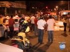 Após assassinato de colega, taxistas fecham rua com pneus em protesto
