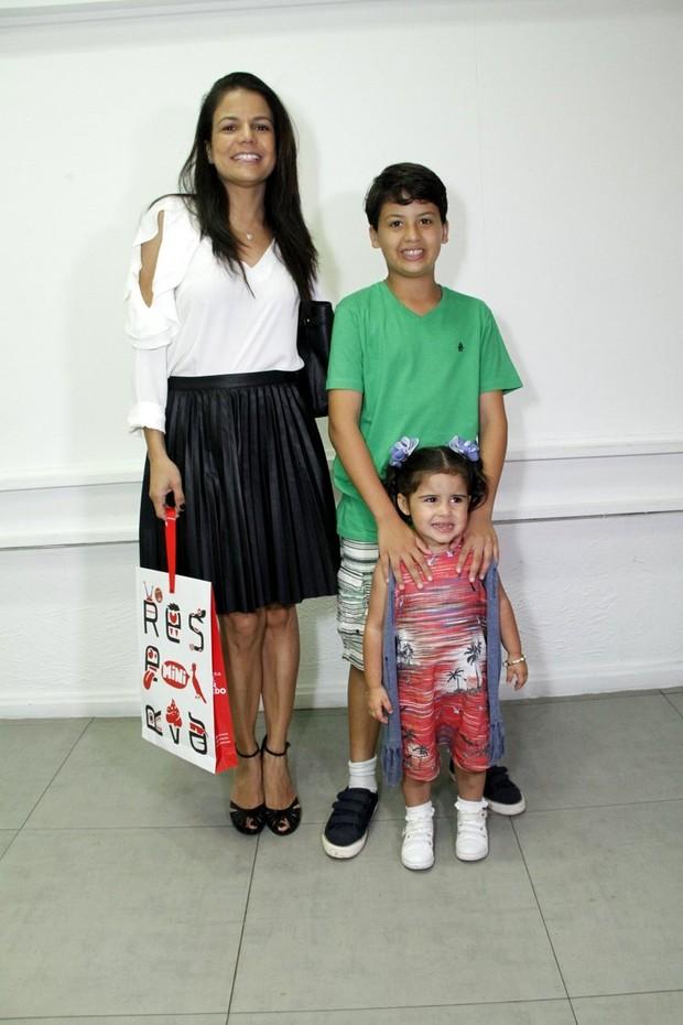 Nivea Stellmann e família no aniversário de Maria Flor (Foto: MARCOS FERREIRA /Brazil News)