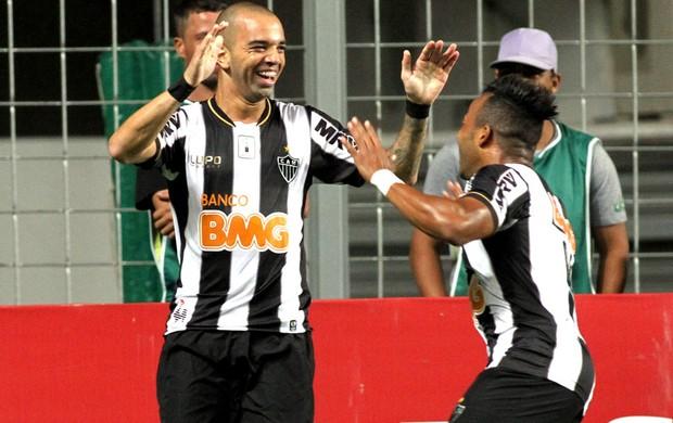 Diego Tardelli comemora gol do Atlético-mg contra o Goiás (Foto: Paulo Fonseca / Futura Press)