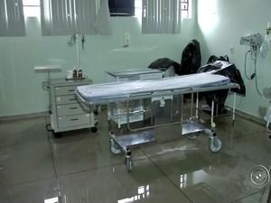 Temporal alagou pronto-socorro, que ficou impossibilitado de receber pacientes (Foto: Reprodução/TV TEM)