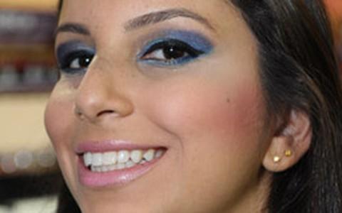 Passo a passo: maquiagem em tons de azul