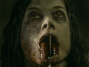 Cena forte da nova versão de 'Evil dead' (Foto: Divulgação)