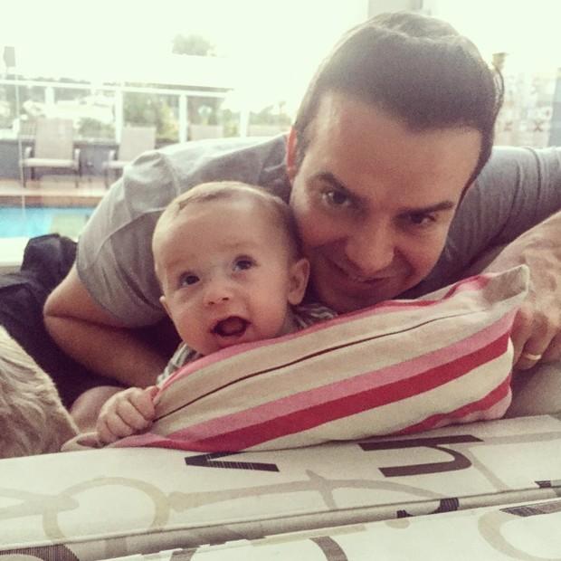 Thais Pacholek posta foto do marido e do filho (Foto: Instagram / Reprodução)
