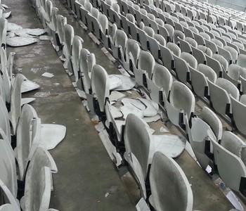 arena corinthians cadeiras quebradas (Foto: GloboEsporte.com)