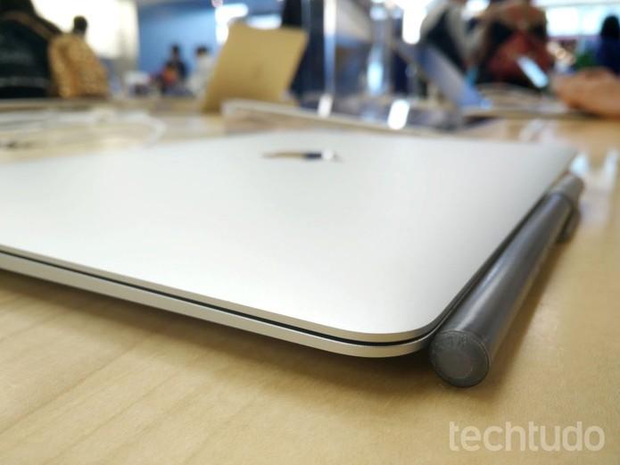 Novo Macbook é finíssimo e focado em portabilidade (Foto: Elson de Souza/TechTudo)