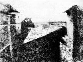 Vista da Janela em Le Gras, de 1826, é a fotografia mais antiga ainda existente. (Foto: Reprodução/ Wikimedia Commons)