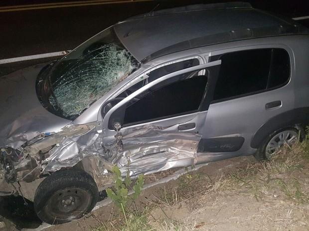 Segundo a PRF, motorista do carro tentou realizar ultrapassagem e provocou acidente (Foto: Divulgação/ PRF)