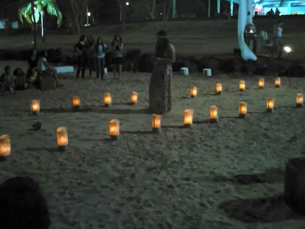 Jovem organizou passarela com corações, nos quais haviam frases escritar para namora ler até chegar ao altar (Foto: Arquivo Pessoal)