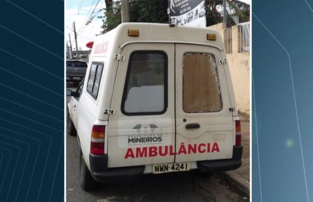 Foto enviada pela prefeitura de Mineiros mostra estado atual da ambulância, Goiás (Foto: Reprodução/TV Anhanguera)