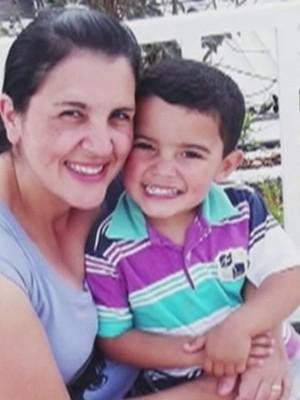 Rita e o menino João (Foto: Reprodução/TV Tribuna )
