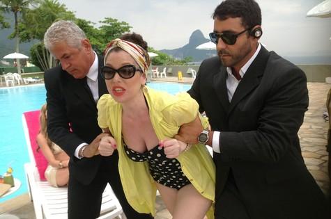 Natália Klein em cena de 'Adorável psicose' (Foto: Ana Carvalho)