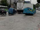 Chuva provoca alagamentos em ruas da Grande Vitória