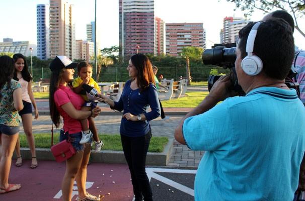 Neyara Pinheiro conversa com fãs e mostra a popularidade de Lian e Murilo (Foto: Josiel Martins/GE Piauí)