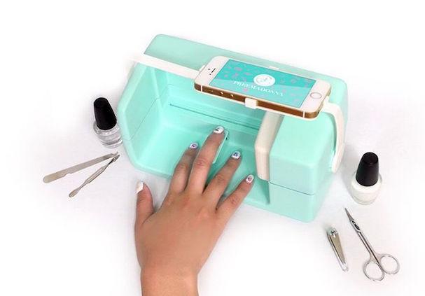 Nailbot, máquina que imprime qualquer desenho nas unhas em 5 segundos (Foto: Reprodução/Instagram)