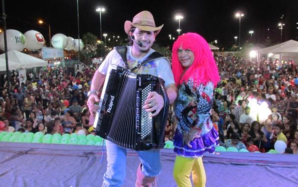A banda piauiense Xenhenhém e e a dupla Valdo e Felipe são atrações do evento (Foto: Laurivânia Fernandes/ Rede Clube)