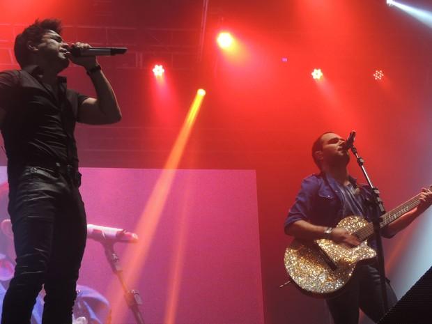 A dupla Zezé di Camargo e Luciano arrancou gritos e lágrimas de fãs apaixonadas. (Foto: Luna Markman / G1)
