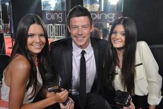 Cory Monteith com as irmãs Kendall e Kylie Jenner (Foto: Twitter / Reprodução)