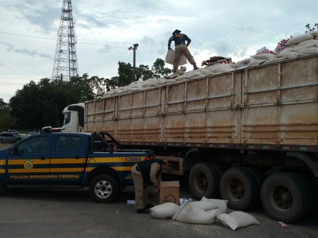 PRF encontra carreta abandonada na BR-153 (Foto: Divulgação/PRF TO)