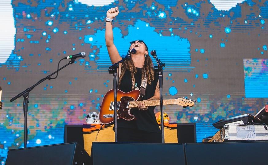 Tash Sultana brilhou no primeiro show do palco 3 neste sbado de Lollapalooza Brasil (Foto: Diego Padilha/I Hate Flash/Lollapalooza)