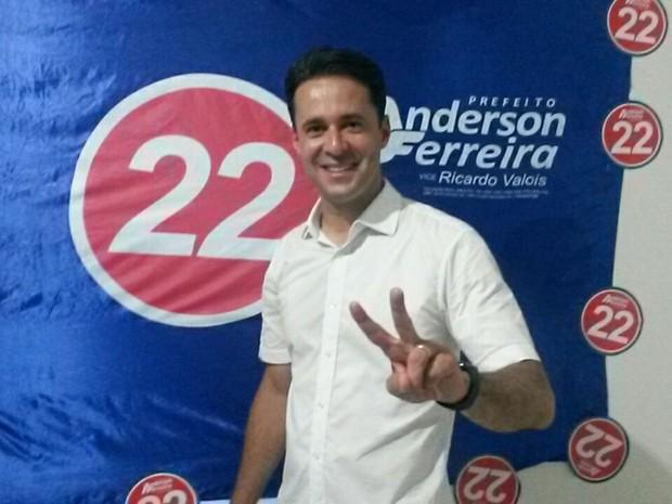 Anderson Ferreira (PR) foi eleito prefeito de Jaboatão dos Guararapes neste domingo (Foto: Camila Torres/TV Globo)