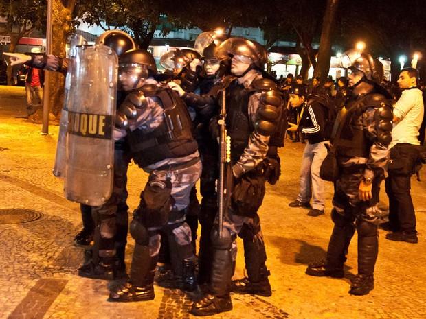 Protesto contra Cabral tem confusão no Largo do Machado, no Rio (Foto: Reynaldo Vasconcelos/Futura Press)