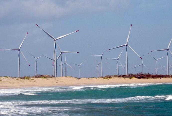 Aerogeradores de energia eólica em São Miguel do Gostoso (RN).