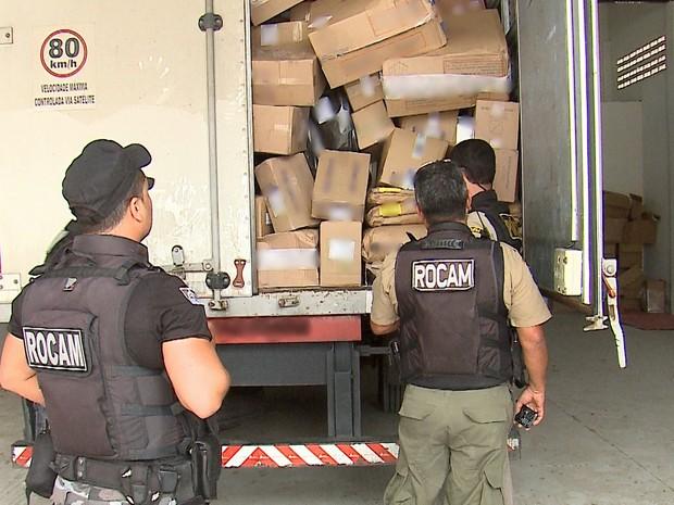 Caminhão-baú foi encontrado pela Polícia Militar em Caruaru (Foto: Reprodução/TV Asa Branca)