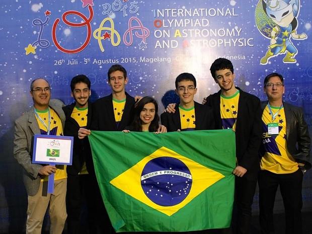 Equipe de estudantes brasileiros que participou da Olímpiada Internacional de Astronomia e Astrofísica (Foto: Divulgação)