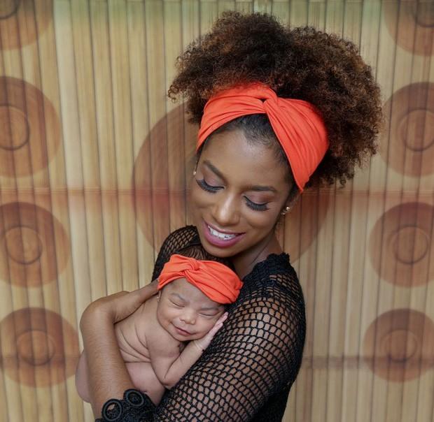 Ivi Pizzott e filha  (Foto: Natália Ledine / MF Press Global)