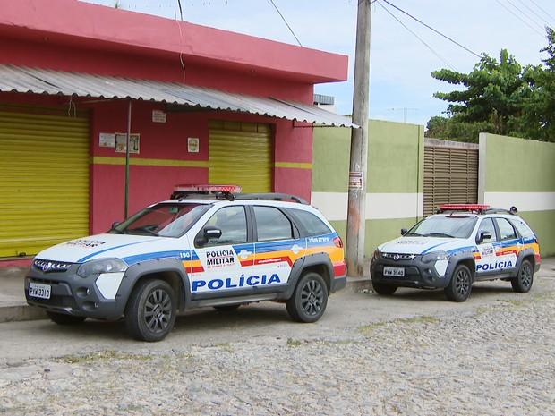 Polícia Militar atende a ocorrência no Bairro São Roque em Divinópolis (Foto: TV Integração/Reprodução)