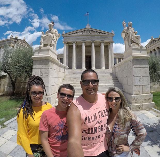 Carla Perez, Xanddy, Camilly e Victor abusaram das selfies para registrar a viagem (Foto: Reprodução Instagram)