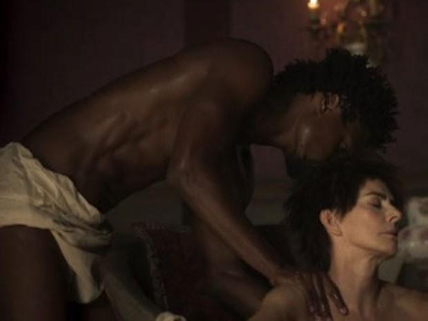 Maitê Proença e David Junior em cena de 'Liberdade, liberdade' (Foto: Reprodução)