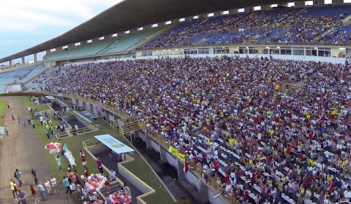 Torcida do River-PI no Estádio Albertão  (Foto: TV Clube)