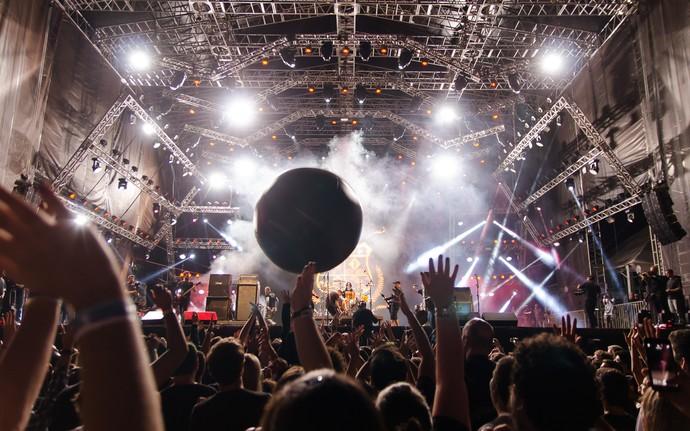 Público do João Rock vibra com shows do palco principal em Ribeirão Preto, SP (Foto: Érico Andrade/G1)