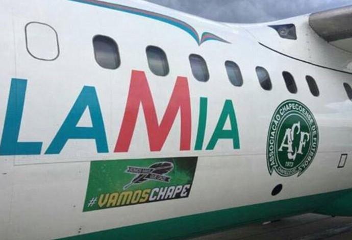 Avião adesivado da Chapecoense seguia rumo a Medellín (Foto: Reprodução Twitter)