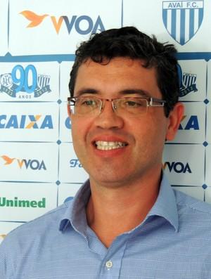 Luís Fernando Funchal, médico do Avaí (Foto: Paulo Evangelista)