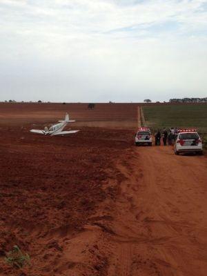 Aerona fez um pouso forçado em Pirajuí  (Foto: Pablo Valler/ TV TEM )