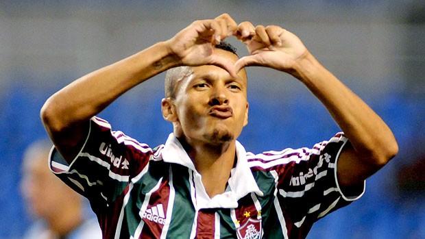 Souza comemora gol com a camisa do Flu: passagem marcante desde o início