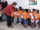 Dilma fala s mes em inaugurao de creche em Betim, na grande BH
