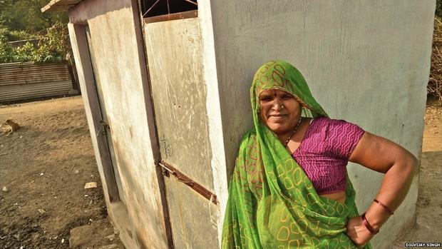 Sevanti, do distrito de Dewas, foi ajudada pela campanha da ONG Jan Sahas, que a informou de que o trabalho a que era submetida era contra a lei e que ela poderia ir embora (Foto: Digvijay Singh/BBC)