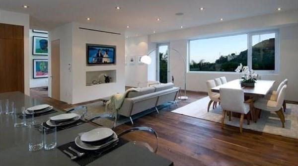 A mansão deixada pelo empresário Hugh Hefner para a sua viúva, a modelo Crystal Harris (Foto: Divulgação)