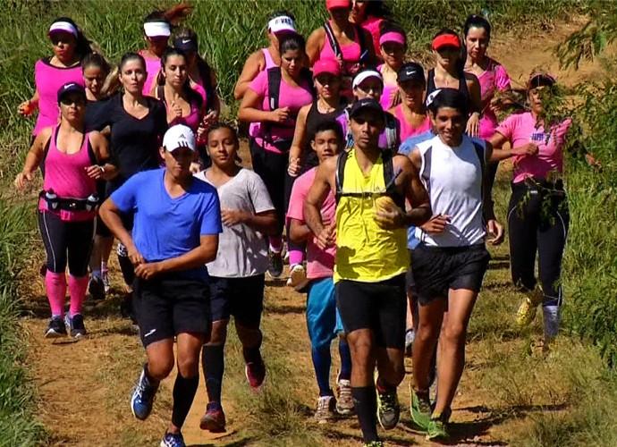 Com uma turma animada, Diana Sabadini encarou uma corrida de montanha (Foto: Plugue)