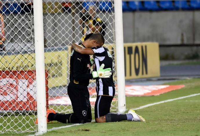 Botafogo x Fluminense, Renan penalti 3 (Foto: André Durão)