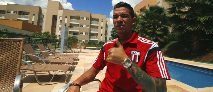 Rodrigo Andrade, meia do Botafogo-SP (Foto: Cleber Akamine)