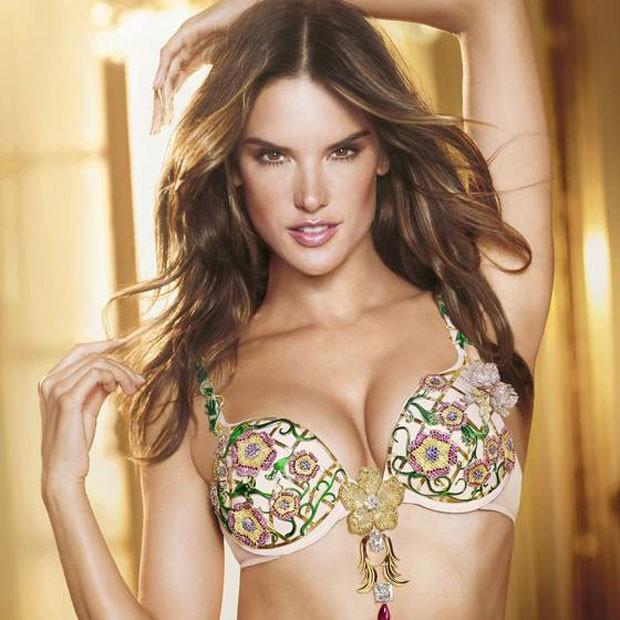 5cb0e2533 Alessandra Ambrósio desfilará com sutiã mais caro do mundo - Quem   Moda