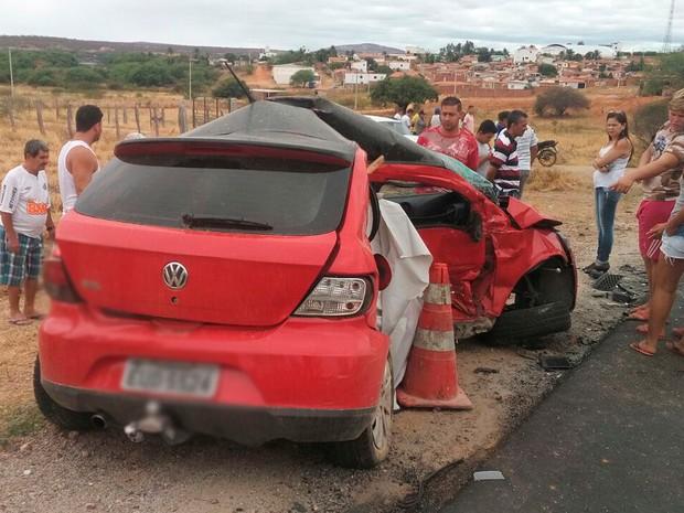 Dois morrem após batida entre dois carros na BR-030, no sudoeste da BA (Foto: Edson Carlos/ Arquivo Pessoal)