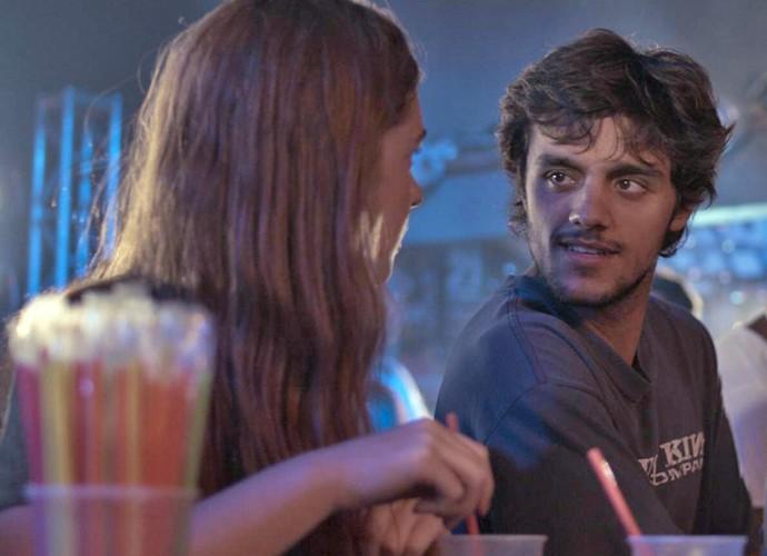 Eliza vai conhecer um baile funk de pertinho graças a Jonatas (Foto: TV Globo)