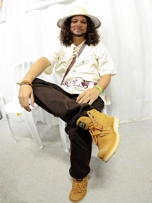 Rapper que mistura rimas com embolada é poeta convidado (Foto: Márcio Salata)